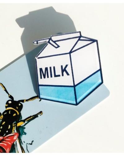 Пластиковый значок Milk