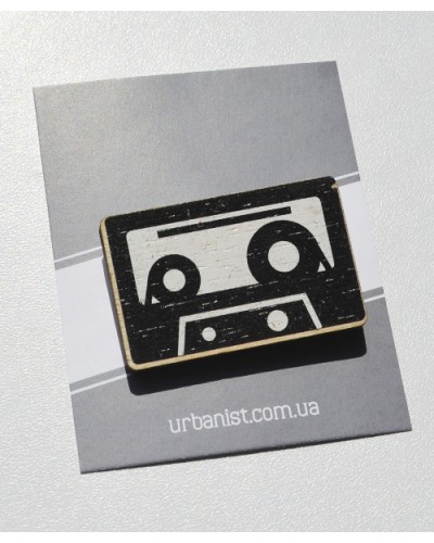 Значок деревянный Cassette